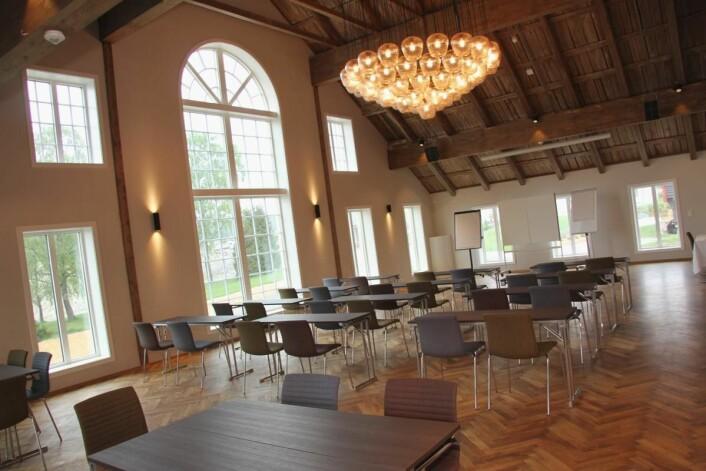 <em>Det store konferanserommet innbyr blant annet til bryllupsfeiring. (Foto: Morten Holt)</em>