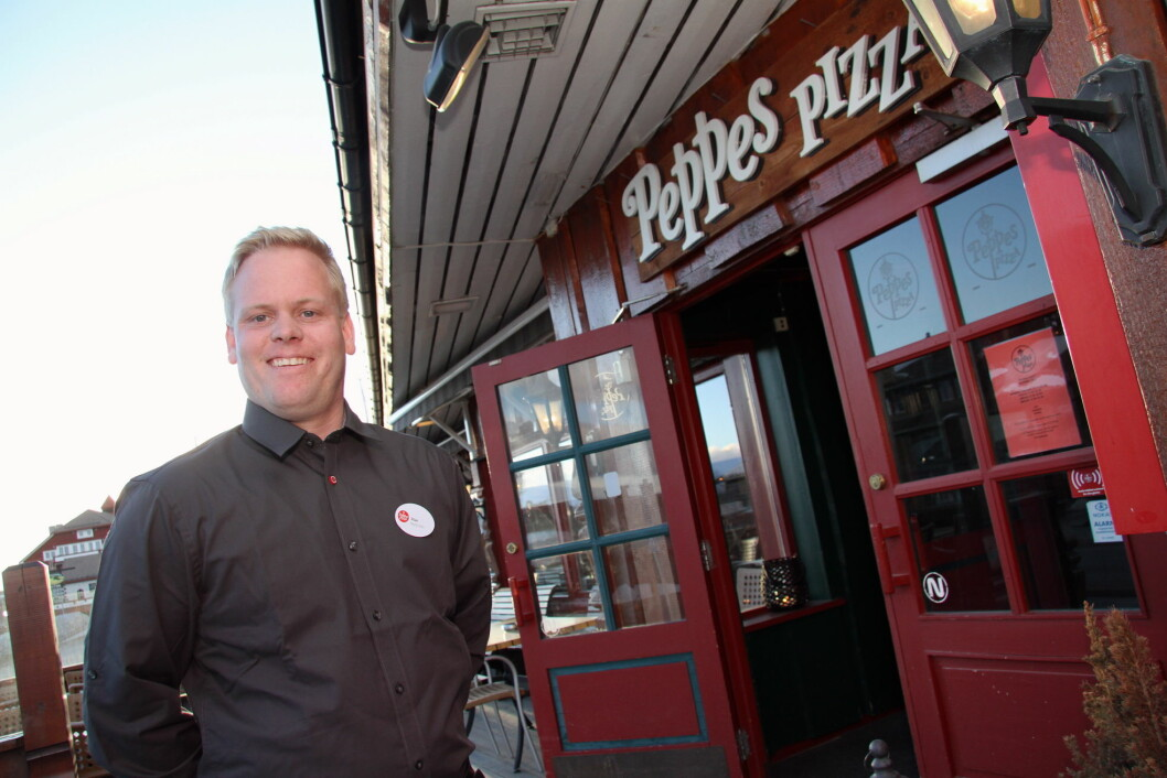 Stian Stegen Hagen (29) tok over driften av Peppes på Beitostølen i 2013, og sørger for fortsatt meget god drift av restauranten i fjellandsbyen. (Foto: Morten Holt)