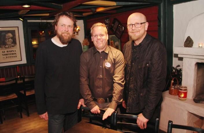<em>Øyvind Westbyn (30 %, fra venstre), Stian Stegen Hagen (40 %) og Harald Westbyn (30 %) eier driftsselskapet Beitostølen Pizza. (Foto: Morten Holt)</em>