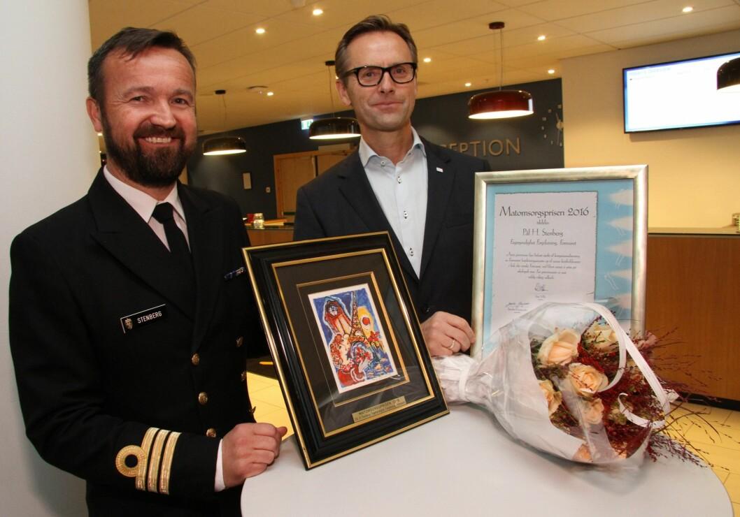 Prisvinner Pål H. Stenberg sammen med juryleder Ivar Villa. (Foto: Morten Holt)