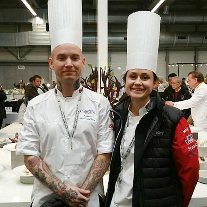 Norges kaptein Alexander Østli Berg (til venstre), til daglig å finne på nylig gjenåpnede Grand Café, er kaptein på det norske kokkelandslaget. (Foto: NKL)