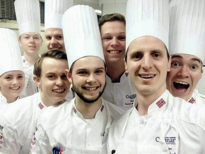 Glade deltakere på det norske juniorlaget, som nå er i aksjon i Erfurt i Tyskland. (Foto: NKL)