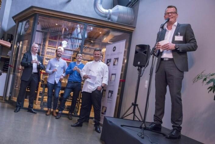 Direktør Terje Døsrønningen2 i TINE åpner Ostebanken i Oslo på Kulinarisk Akademi. Bak blant andre Ørjan Johannessen og Espen Vesterdal Larsen på Kulinarisk Akademi.