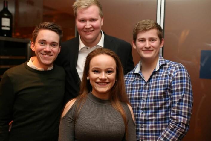 Scandic Nidelvens vinnerduo (foran til høyre), Tamara Iversen og Mats Utnes, sammen med lagleder Martin Trana Flak (bak) og juryleder Christer Rødseth. (Foto: Scandic Hotels)