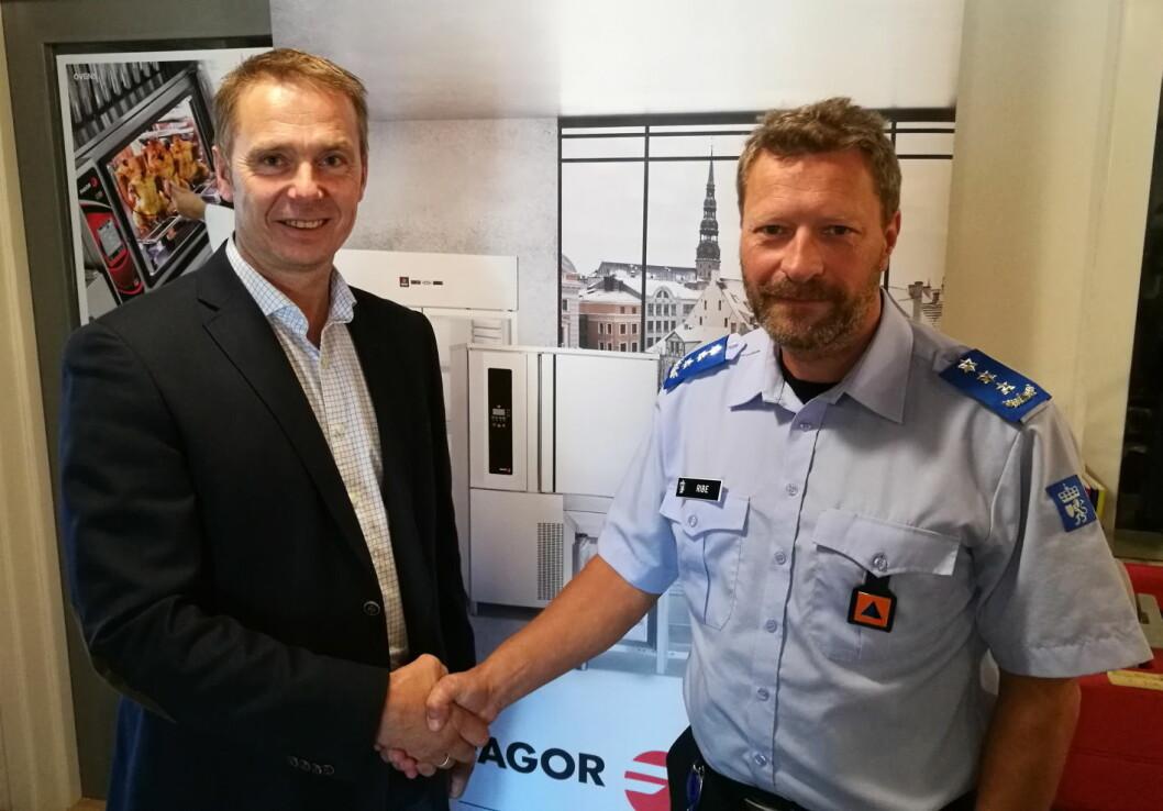 DSB-representant Magne Astrup Ribe og daglig leder hos Foynland Storkjøkken, Knut-Martin Østbye (til venstre).
