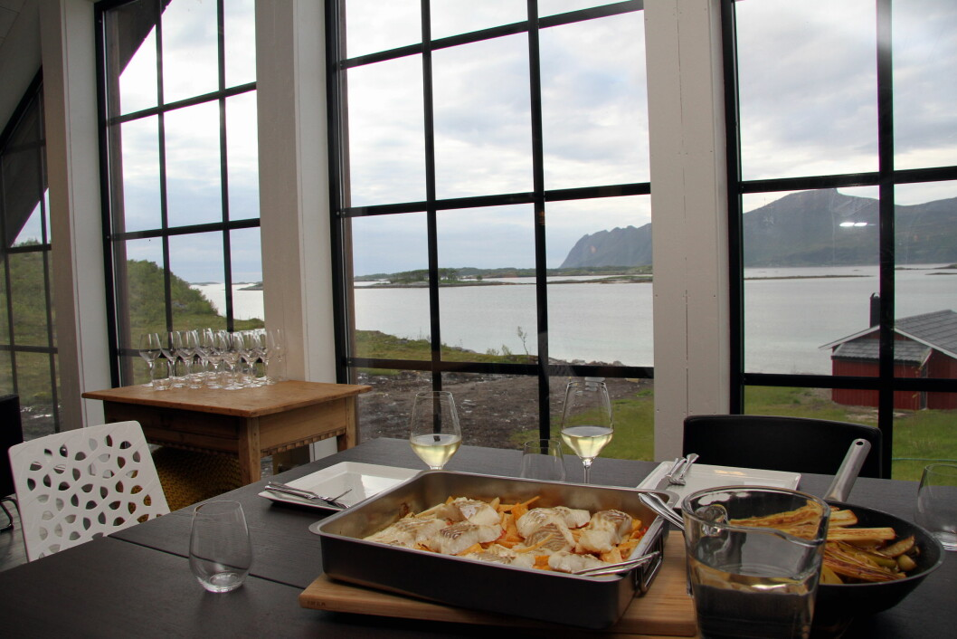 Det går an å både lage mat og nyte måltidene Senja Matstudios lokaler. (Foto: Morten Holt)