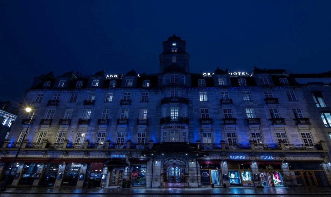 Grand Hotel i blått. (Foto: Ole Walter Jacobsen)