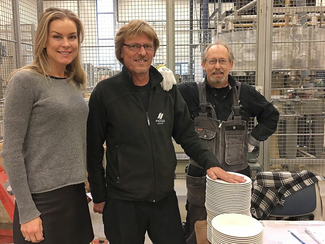 Anne Kristine Rugland (til venstre) er ny administrerende direktør i Figgo. Her sammen med driftsleder Svein Madland (ansatt i 1990) og produksjonsarbeider Odd Arild Soltvedt (ansatt i 2001). (Foto: Figgjo AS).