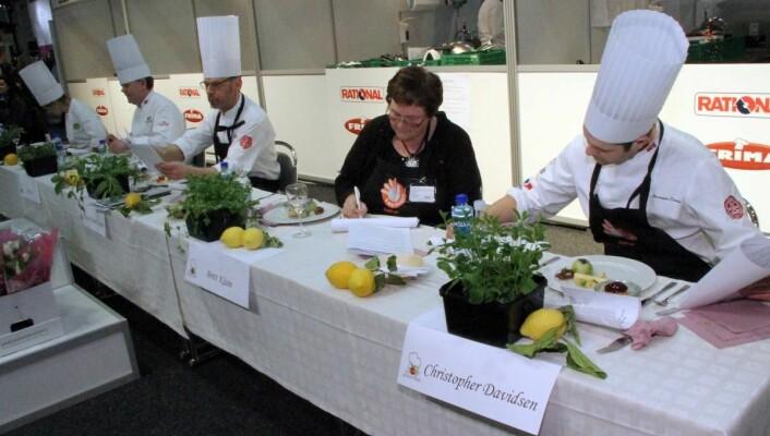 Juryen i Årets grønne kokk 2014 i aksjon. (Foto: Morten Holt)
