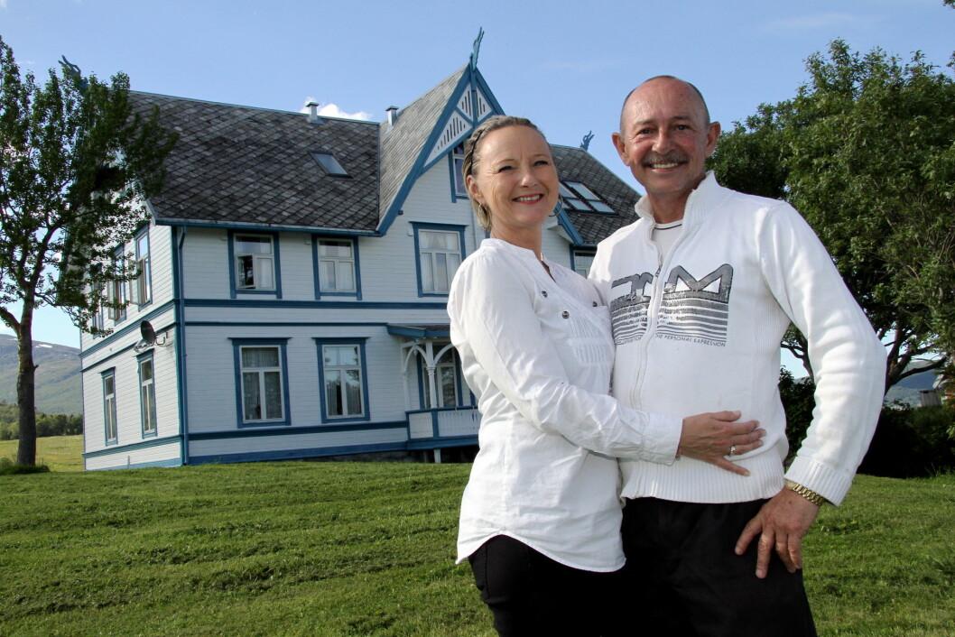 Alice og Rolf Trulsen driver Sandtorgholmen Hotell ved Tjeldsundet sør i Troms. (Foto: Morten Holt)