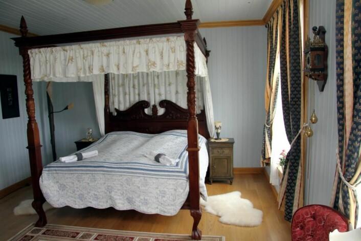 Fra ett av rommene på Sandtorgholmen Hotell. (Foto: Morten Holt)