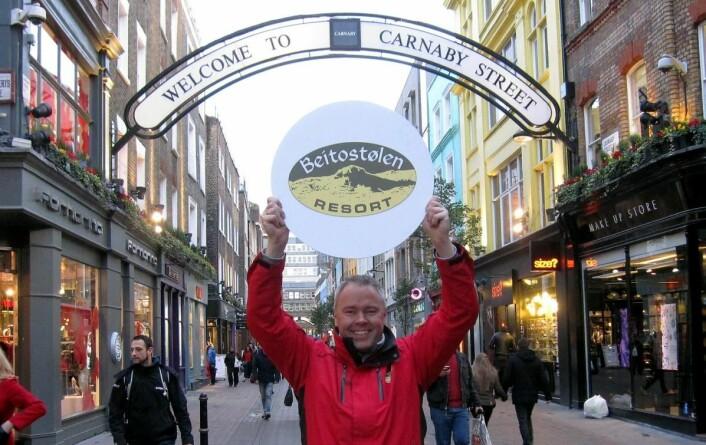 Atle Hovi i ikoniske Carnaby Street i London. Nå satser Beitostølen offensivt internasjonalt, som en av Europas mest snøsikre destinasjoner i årene framover, ifølge prognosene fra klimaforskerne.