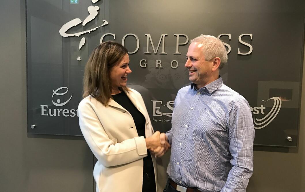 Therese Log Bergjord i Compass Group og eiendomsforvalter i 2020park, Jarle Oftedal. (Foto: Siv Randi Palm)