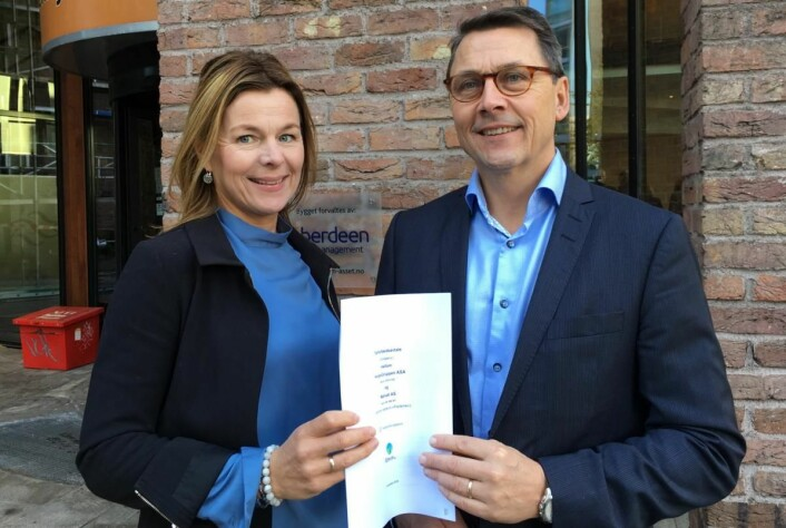 <em>Anne-Grete Haugen i Matvett (daglig leder) og Bjørn Stangjordet fra NorgesGruppen (direktør Kategori/Innkjøp Servering).</em>