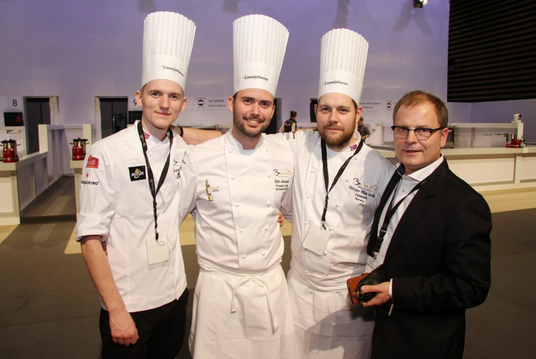 Arne Sørvig (til høyre) sammen med fra venstre Håvard Werkland (commis i Bocuse d'Or Lyon 2017), Ørjan Johannessen (vinner av Bocuse d'Or 2015) og Christopher W. Davidsen. (sølvvinner i Bocuse d'Or 2017). (Foto: Morten Holt)