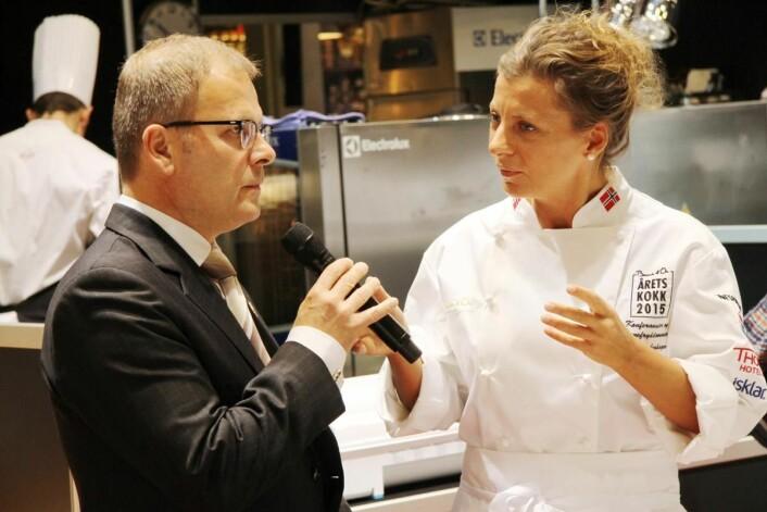 Daglig leder i Bocuse d'Or Norge, Arne Sørvig, sammen med Lise Finckenhagen under Årets kokk 2015. (Foto: Morten Holt)
