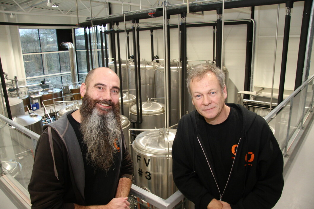 Rune Karlsen og Tom Young i de splitter nye bryggerilokalene til Nøgne Ø på Lunde like utenfor Grimstad. (Foto: Morten Holt)