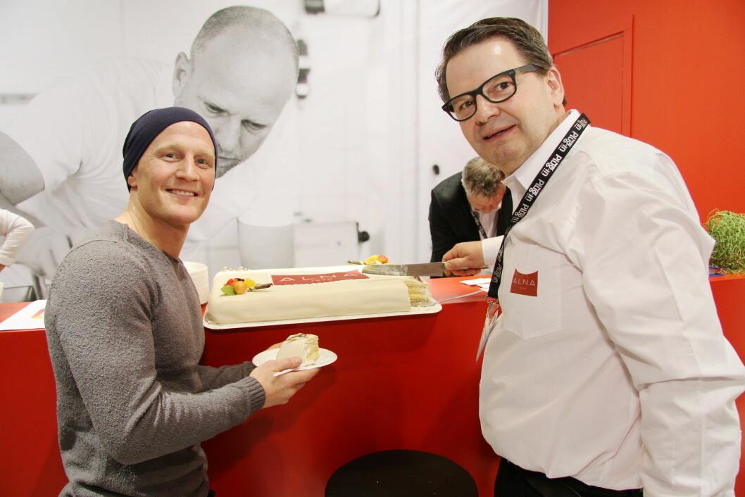 Stig André Berge sammen med daglig leder hos Alna, Lars Joramo. (Foto: Morten Holt)