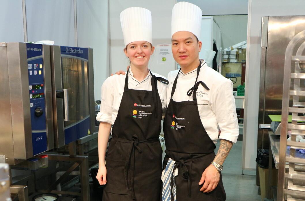Mari Øyvåg og Chris A. Nguyen vant NM for ernæringskokklærlinger 2017 på Smak-messen i dag. (Foto: Heidi Fjelland)