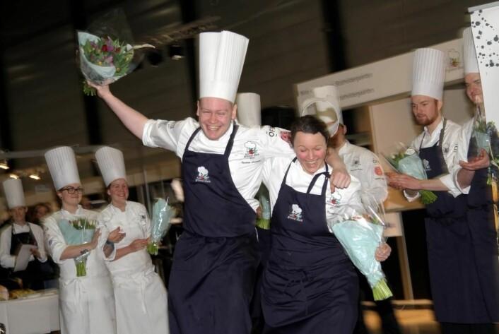 Så glade ble Statholdergaarden-duoen da det ble kjent at de har vunnet Årets grønne kokk 2017. (Foto: Morten Holt)