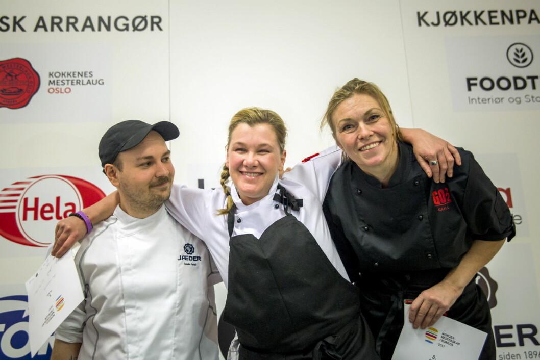 NM-vinner Ann Vestgren flankert av sølvvinner Sondre Dyrdahl og bronsevinner Anne-Lise Sørensen. (Foto: Ihne Pedersen)