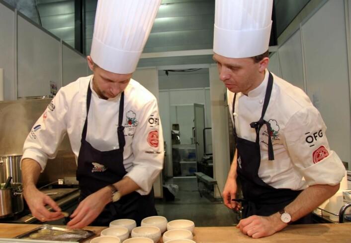 Espen Ramnestedt (til venstre) og André Larsen i boks 6 i dag. (Foto: Morten Holt)