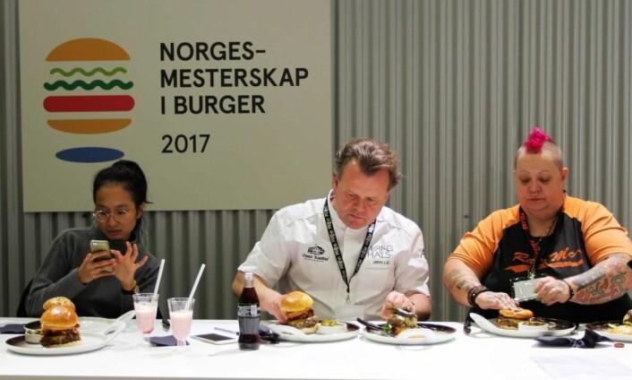 De tre dommerne Tuan-Khanh Nguyens, hoveddommer Jørn Lie og Mona Halvorsen. (Foto: Karine Henriksen, FastFood)