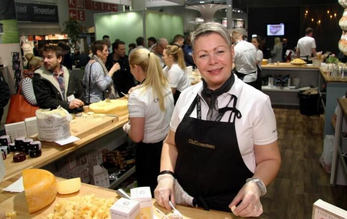 Nina Dethloff Olsen på Oluf Lorentzens stand. Hun arbeider til daglig i Rogaland og Hordaland. (Foto: Morten Holt)