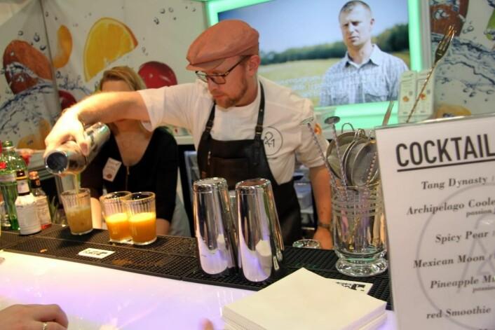 En av verdens mest kjente bartendere, Timo Siitonen fra Finland, i aksjon i drikkeavdelingen på Smak 2017. (Foto: Morten Holt)