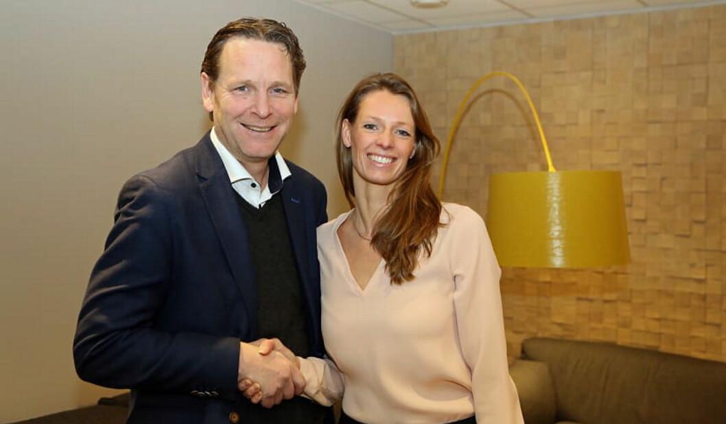 Generalsekretær i Norges Håndballforbund, Erik Langerud, sammen med markedsdirektør for Scandic Hotels Norge, Tine Birkeland.