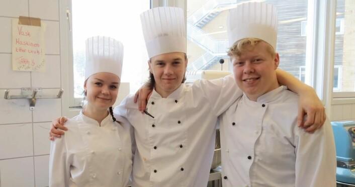 Elevene Anja, Markus og Sigurd på Nannestad videregående skole. (Foto: Janne Sandvik)