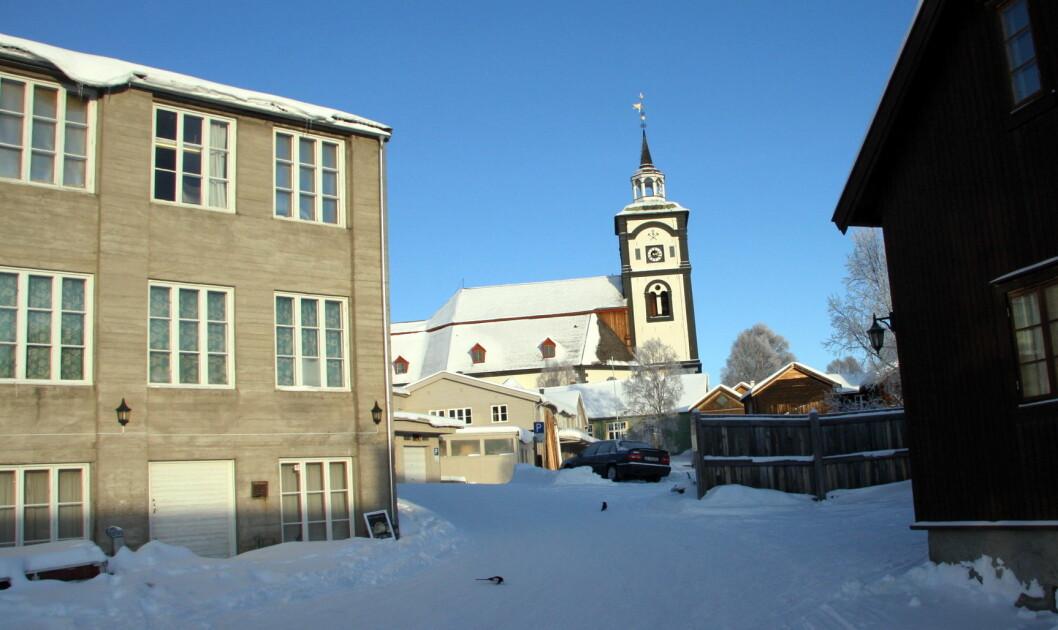 Erzscheidergården (til venstre) er med i Røros Hotell AS. (Foto: Morten Holt)
