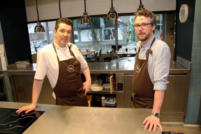 Kjøkkensjef Gunnar Jensen og daglig leder John-Fredrik Solberg. (Foto: Morten Holt)