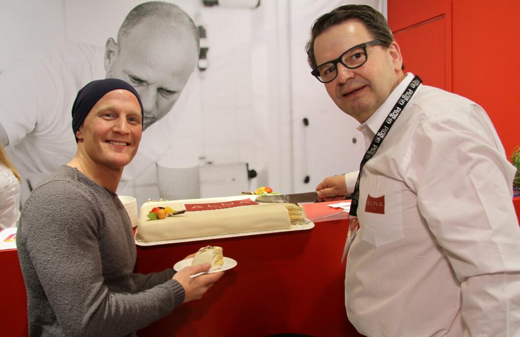 Bryteren Stig André Berge tok hull på Alna-kaken på Smak 2017. Her sammen med daglig leder Lars Joramo. (Foto: Morten Holt)