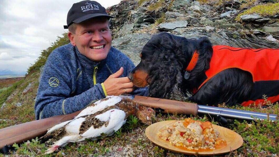 Svein Jæger Hansen i sitt rette element - i villmarka med villmarkens goder. (Foto: Privat)