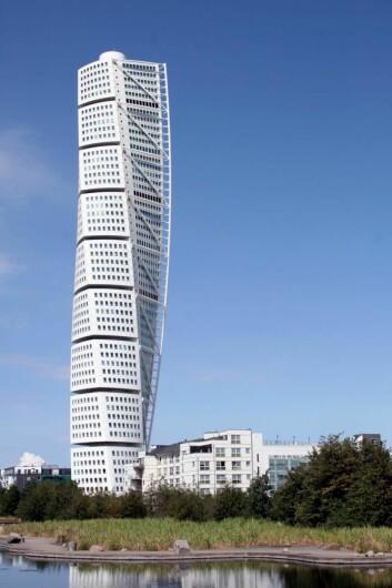 Turning Torso, som ble oppført i Malmö i 2005, er med sine 190 meter per i dag Nordens høyeste bygning, men når det 266 meter høye Karlavagnstårnet med 75 etasjer står ferdig i Göteborg i 2019, overtar det bygget førsteplassen. Det skal blant annet huse 550 leiligheter. Til sammenligning er Radisson Blu Plaza Hotel 117 meter høyt.