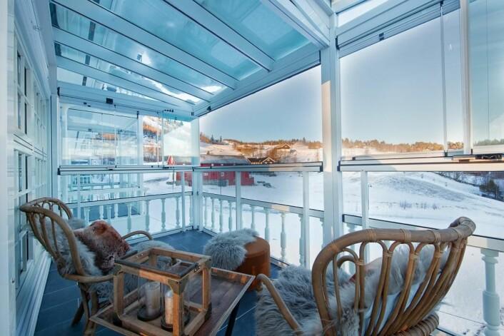Dr. Holms Hotel er kjent for livlig afterski så vel som menyen på Dr. Holms Restaurant, o<em>g </em>dette kan selvfølgelig beboerne i fritidsleilighetene benytte seg av. Noen av leilighetene har dessuten utsikt mot skibakken.