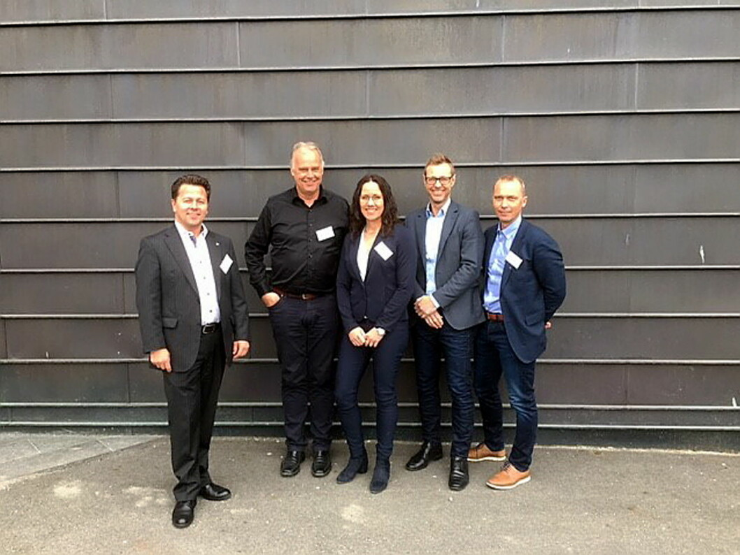 Daglig leder Joe Harald Strand (fra venstre), Tore Engebakken, Lene Gabrielsen, Espen Tho og styreleder Brede Hemma. Henning Brun og Marita Hjermstad Løhren og Bård Fallerød var ikke til stede på møtet. (Foto: BFSN)