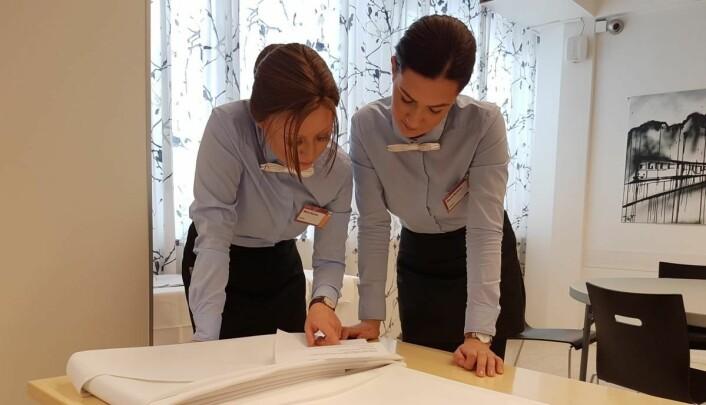 Servitørlærlingene Maria Moldver og Maria Suarez fra Statholdergaarden sikret bronse i Nordisk Mesterskap. (Foto: NHO Reiseliv)