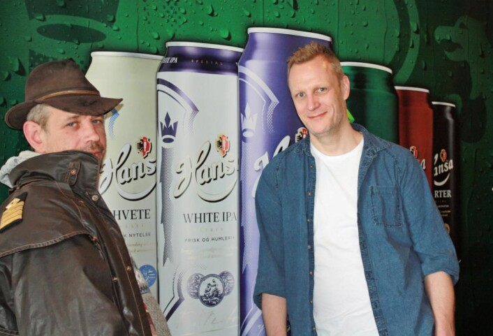 Lothepus diskuterer øltyper med bryggerimester Carl Erik Sæther. Farge, smak og fylde er viktige stikkord, og variasjonene er mange.
