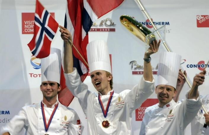 Geir Skeie vant den første utgaven av Bocuse d'Or Europe - i 2008. Her sammen med Ørjan Johannessen (til venstre), som den gang var commis, og coach Odd Ivar Solvold. (Arkivfoto: Morten Holt)