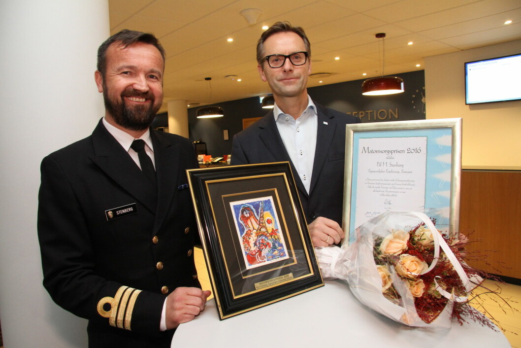 Pål H. Stenberg fikk Matomsorgsprisen i 2016. Her sammen med juryleder Ivar Villa. (Foto: Morten Holt)