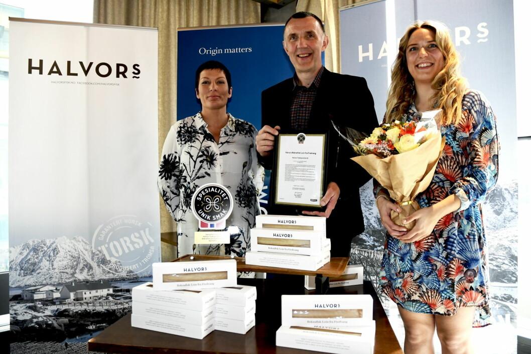 Fra venstre fagsjef Spesialitet (Matmerk), Marit Strand, Halvor Hansen og Liv Margrethe Hansen. (Foto: Maren Nordtorp Larsen/Matmerk)
