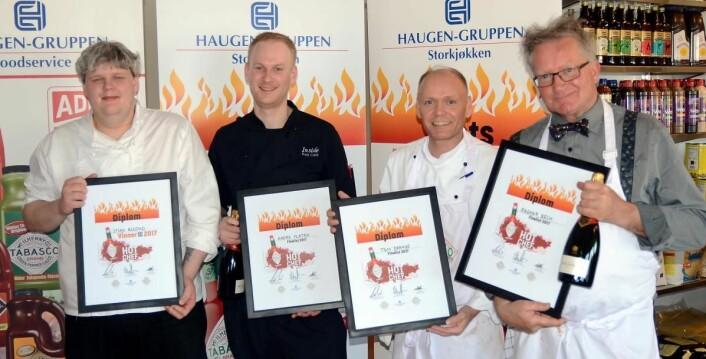 De fire deltakerne i Tabasco Hot Chef 2017. Til venstre vinneren Stian Bjåstad (Scandic St. Olavs plass, Oslo), Andre Flaaten (Inside Rockbar, Bergen), Tom Drange (seksjonskjøkkensjef, Helse Stavanger) og Ragnar Beck (kjøkkensjef, HMK Huseby). (Foto: Haugen-Gruppen)