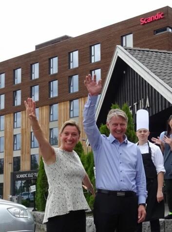 Hotelldirektør Nina Bogerud Caspari og daglig leder John Tømte.