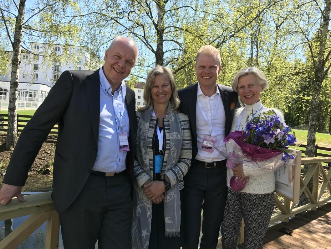 Christian Fredrik Sandberg sammen med foreldrene Vigdis og Per Eilif Sandberg og NHO Reiseliv-direktør Kristin Krohn Devold. Foto: NHO Reiseliv.