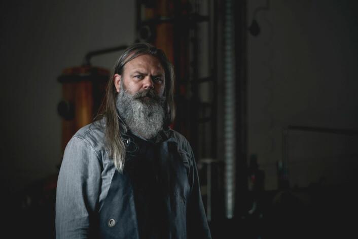 – Hos Oss Craft Distillery er vi opptatt av rene smaker og gammelt håndverk, sier Stig Bareksten. (Foto: Bente Vamråk)