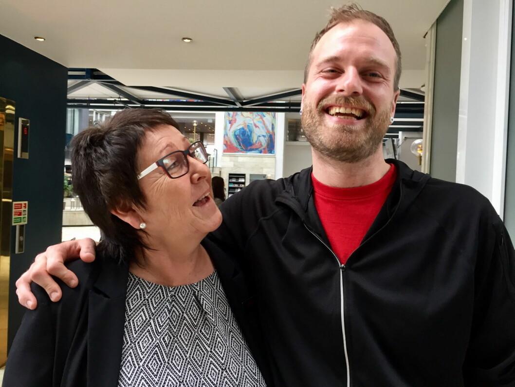 Monika Skaugen er husøkonom ved Scandic Hell og setter stor pris på jobben Jan Ketil Kristiansen gjør. Han takker Skaugen for at hun tok så godt imot ham da han startet i arbeidspraksis ved hotellet. (Foto: Karin Jegtvik, Fides)