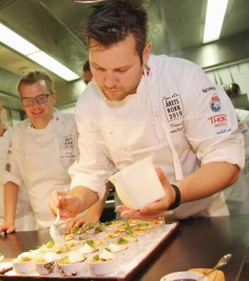 Karl Erik Pallesen (til venstre) var coach for Christopher W. Davidsen i Årets kokk 2015. Den kombinasjonen endte med seier. I Årets kokk 2017 skal Pallesen være coach for Christian A. Pettersen, som tok sølv i bak Davidsen i Årets kokk 2015. (Foto: Morten Holt)