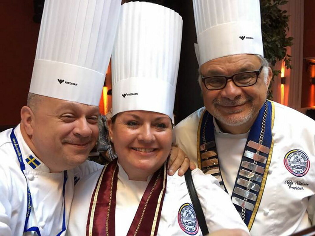 Kristine Hartviksen fotografert sammen med med avtroppende president Uffe Nielsen (til høyre) og Continental Director North Europe, Dragan Unic. (Foto: NKL)